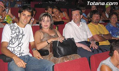 Juanma Molina junto a parte del equipo de Totana.com