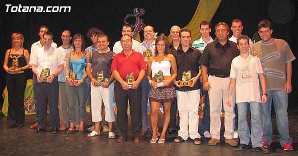 Foto de todos los premiados junto a los organizadores